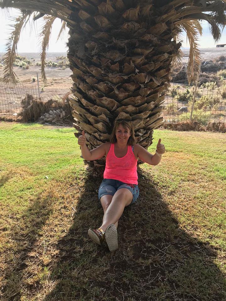 Lykkelig under en palme